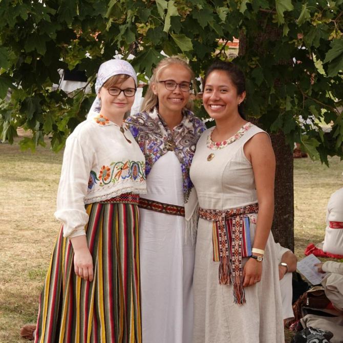"""TÜS Toris suvelavastuses """"Mälutempel"""" (juuli 2018). Foto: Siim Ainsaar"""